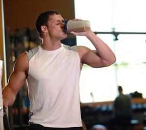 La proteína aislada o concentrada se suele diluir para hacer batidos de proteína