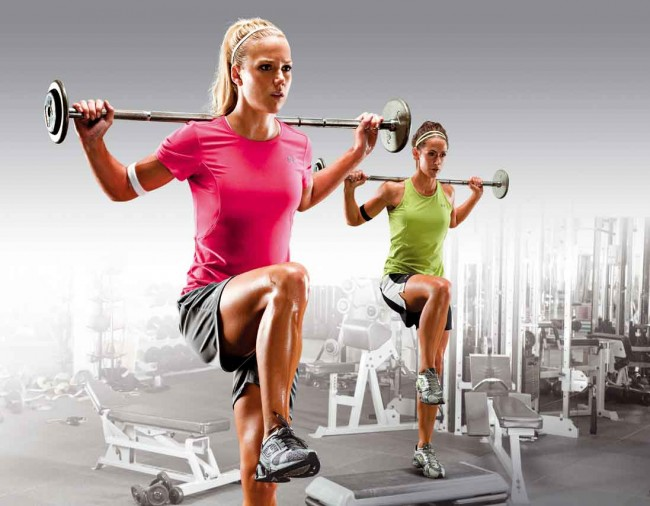 El gym con monitores es un buen lugar para los ejercicios controlados