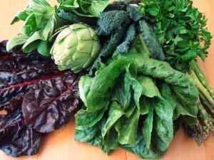Las verduras de hoja verde también tienen mucha vitamina C