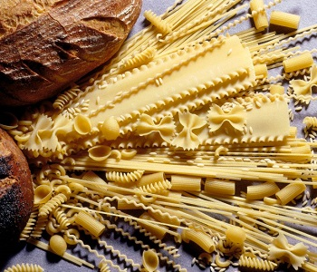 Various Dry Pastas with Bread