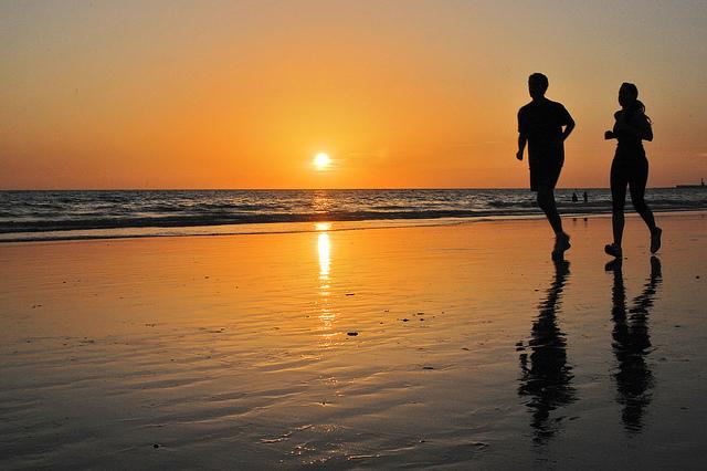 beneficios-e-inconvenientes-de-correr-por-la-playa